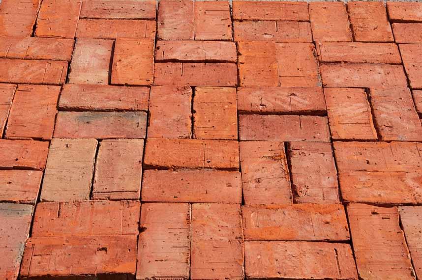 Fußboden Aus Ziegelsteinen ~ Ziegelsteine als bodenbelag u003e alte ziegel verblender kleben und